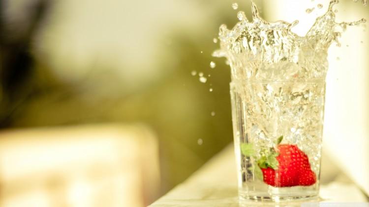 glass-of-water-splash_00451049