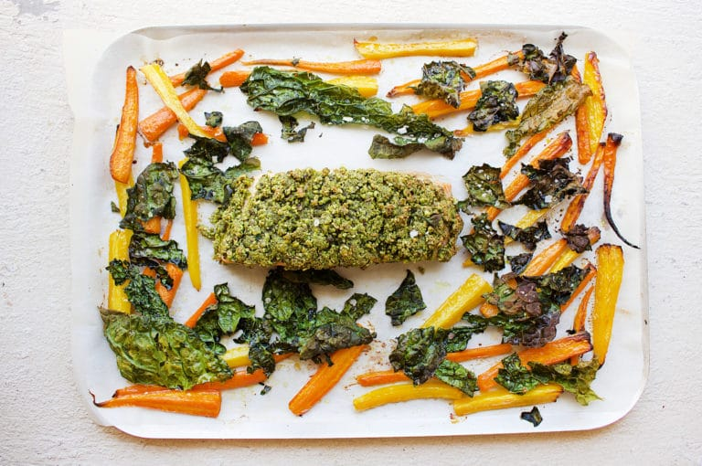 pistachio-salmon-with-carrots-and-kale
